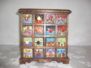 Holzkommode mit Keramikschüben ♥ Gall&Zick Kommode Mini Schrank Holz braun  ♥ 16 x Schubfächer aus Keramik